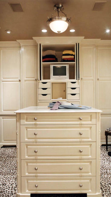 15.23 percent of participants say his & hers walk-in closets would make their marriages the happiest. Of the 1,001 females surveyed, after a dream kitchen, this was next highest on their list.